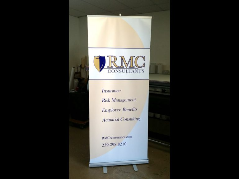 RETRACTABLE BANNER FRONT